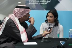 Reema Juffali, Jaguar VIP car viene intervistato dai media