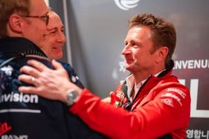 Sylvain Filippi, directeur général, Envision Virgin Racing félicité par Allan McNish, Team Principal, Audi Sport Abt Schaeffler