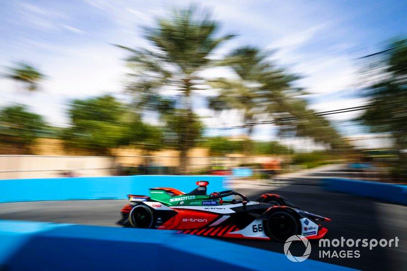 Даниэль Абт за рулем болида команды Audi на этапе Формулы Е в Эр-Рияде