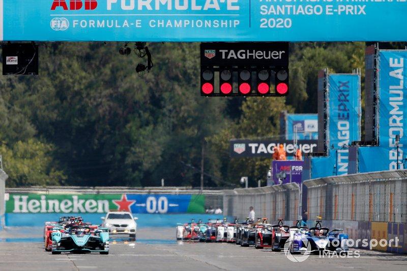 Mitch Evans, Jaguar Racing, Jaguar I-Type 4, Maximilian Günther, BMW I Andretti Motorsports, BMW iFE.20, at the start of the race