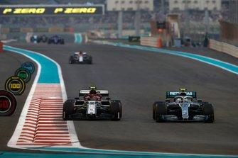 Valtteri Bottas, Mercedes AMG W10, Antonio Giovinazzi, Alfa Romeo Racing C38