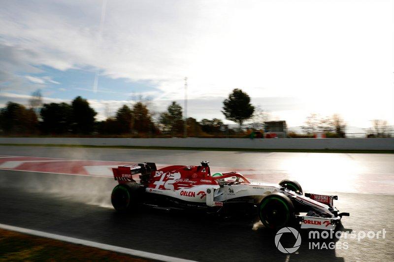 18º Antonio Giovinazzi, Alfa Romeo Racing C39: 1:17.469 (con neumáticos C5 en la semana 1)