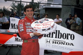 Ayrton Senna, McLaren with a cake celebrating his 100th GP