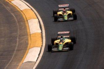 Mika Hakkinen, Lotus 102D led Johnny Herbert, Lotus 102D alla curva di Peralta, al GP del Messico del 1992
