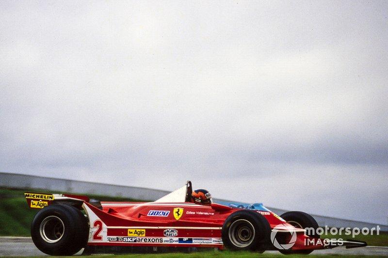 Жиль Вильнев никогда не уступал без боя, но в этот раз силы были неравными. Канадец уступил лидерство гонщику Renault, но куда хуже было другое – у него возникли проблемы с управляемостью, и за несколько кругов пилот Скудерии откатился на пятое место…
