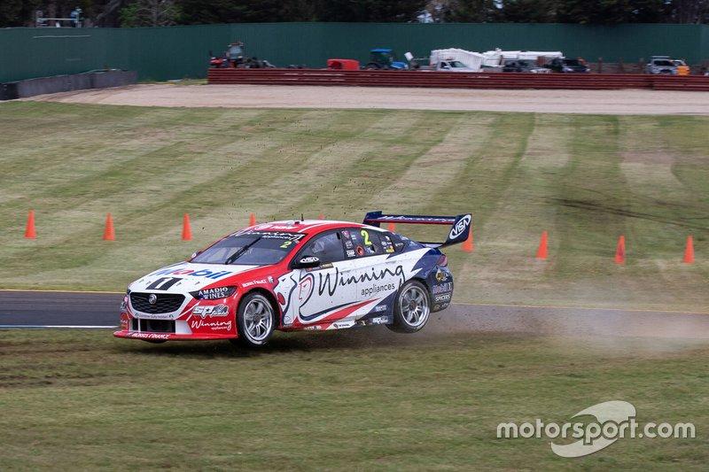 Scott Pye, Warren Luff, Walkinshaw Andretti United Holden run wide