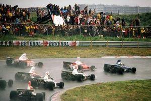 Start zum GP Niederlande 1975 in Zandvoort: Jody Scheckter, Tyrrell 007, führt