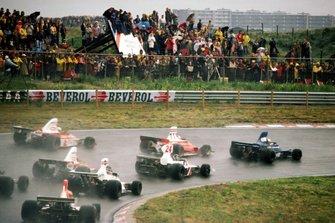 Jody Scheckter, Tyrrell 007 leads at the start