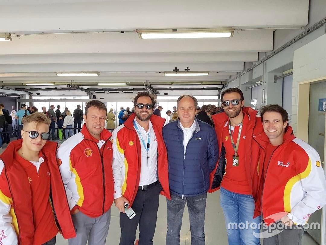 Gianluca Petecof, Vicente Sfeir, Átila Abreu e Ricardo Zonta com o ex-piloto de F1 Gerhard Berger