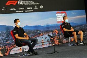 Romain Grosjean, Haas F1 e Kevin Magnussen, Haas F1 in conferenza stampa