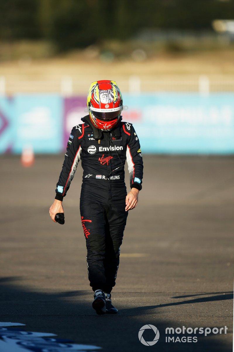 Robin Frijns, Envision Virgin Racing, regresa a los pitsdespués de un accidente