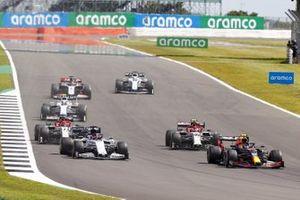 Alex Albon, Red Bull Racing RB16, Daniil Kvyat, AlphaTauri AT01 and Antonio Giovinazzi, Alfa Romeo Racing C39