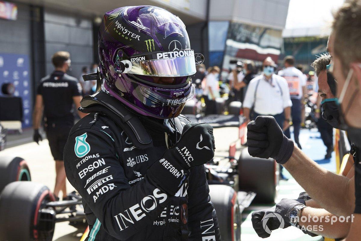 Pole Sitter Lewis Hamilton, Mercedes-AMG F1 festeggia nel Parc Ferme