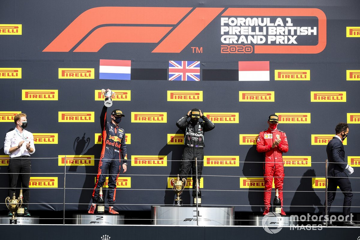 Podio: segundo lugar Max Verstappen, Red Bull Racing, ganador Lewis Hamilton, Mercedes-AMG F1 y el tercer lugar Charles Leclerc, Ferrari