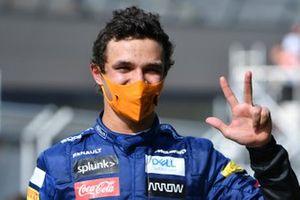 Lando Norris, McLaren, festeggia sul podio