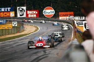 Clay Regazzoni, Ferrari 312B2 devant Emerson Fittipaldi, Lotus 72D Ford et Denny Hulme, McLaren M19C Ford