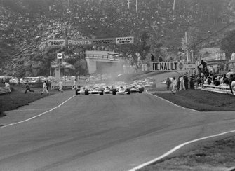 La salida, primera fila Jackie Stewart, Tyrrell 001 y Jacky Ickx, Ferrari 312B