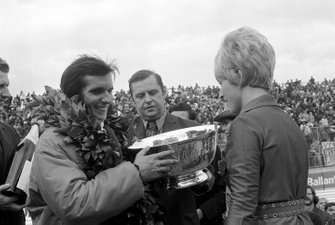 Emerson Fittipaldi, Lotus 72C, remporte son premier Grand Prix