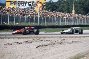 Clay Regazzoni, Ferrari 312B devant Rolf Stommelen, Brabham BT33 Ford
