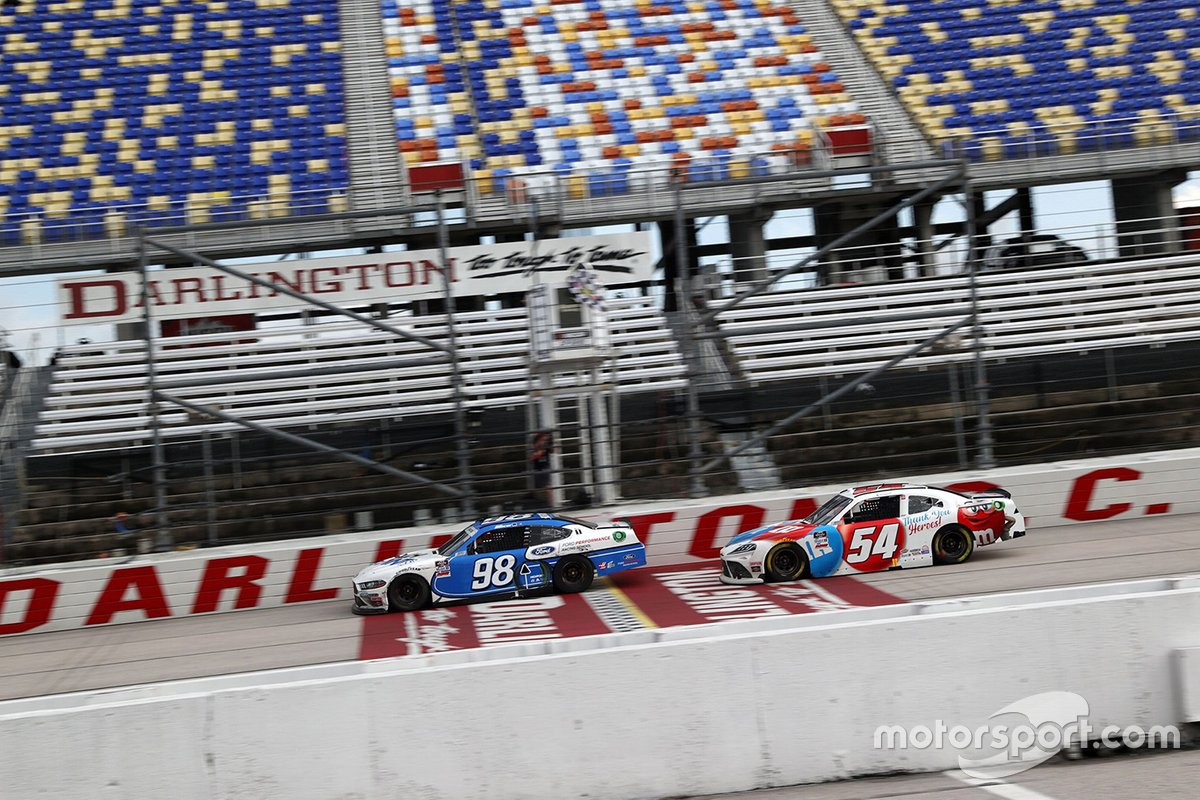 Chase Briscoe, Stewart-Haas Racing Ford, Kyle Busch, Joe Gibbs Racing Toyota
