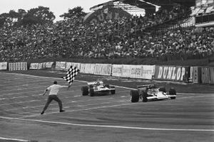 Jochen Rindt, Lotus 72C-Ford 1st position, Ronnie Peterson, March 701-Ford, across line finish line