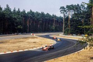 Silvio Moser, Bellasi Ford, Denny Hulme, McLaren M14A Ford y Mario Andretti, March 701 Ford