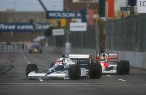 Jean Alesi, Tyrrell 018 Ford davanti a Ayrton Senna, Mclaren MP4/5B Honda, GP degli Stati Uniti del 1990