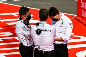 Andrew Shovlin, Chief Race Engineer, Mercedes AMG, e Toto Wolff, Executive Director (Business), Mercedes AMG