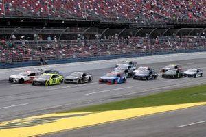 Ryan Blaney, Team Penske, Ford Mustang leads the field in the final lap
