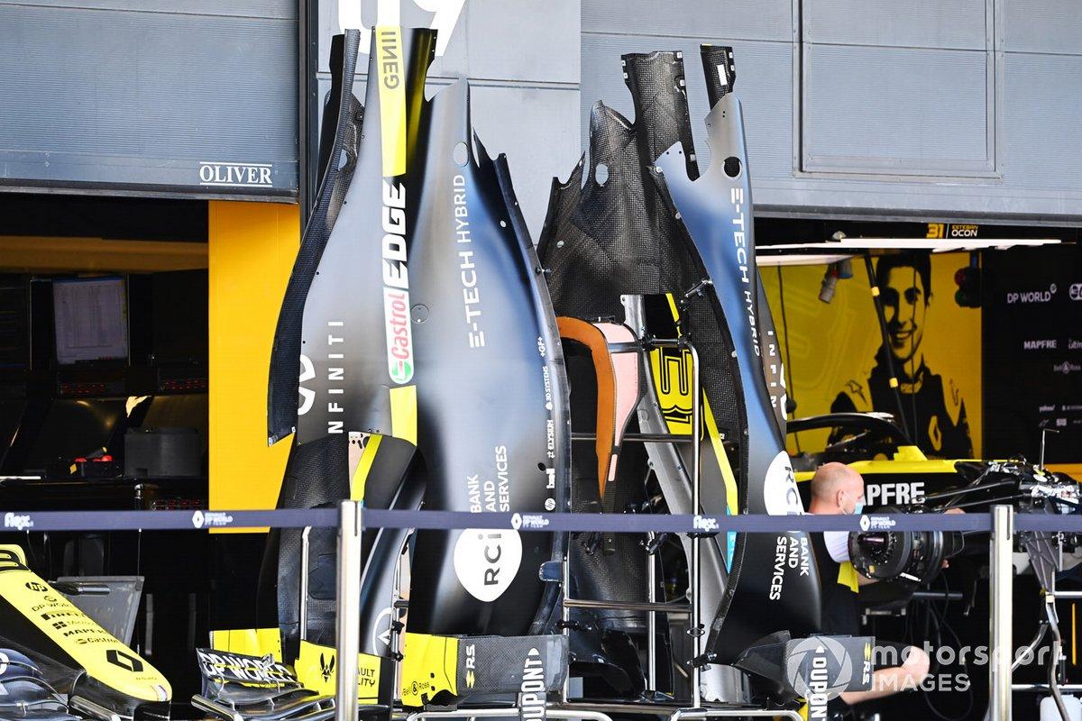 Carrocería del Renault F1 fuera del garaje