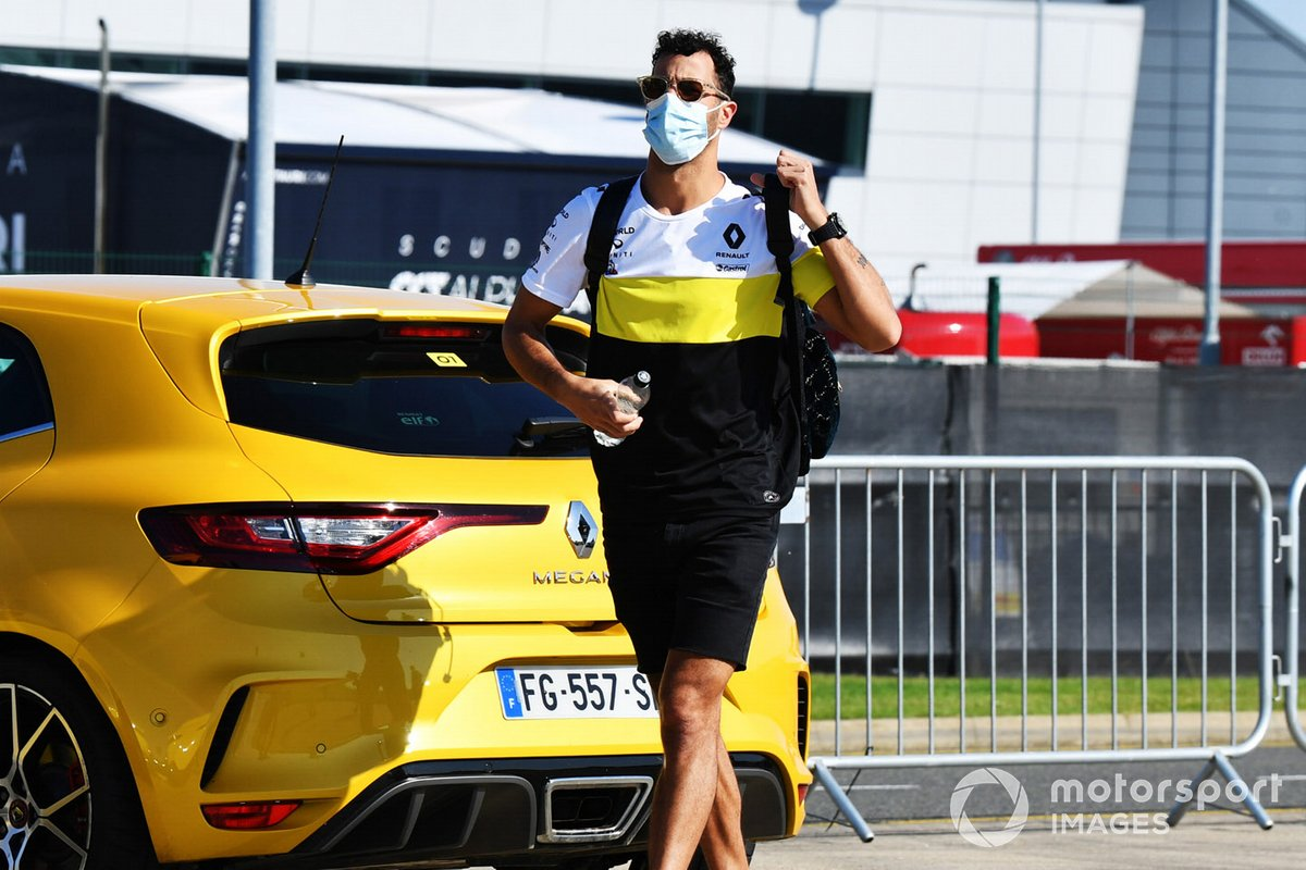 Daniel Ricciardo, Renault F1 arrives at the track