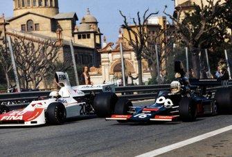 Tom Pryce, Shadow DN5 Ford alongside Arturo Merzario, Williams FW01 Ford