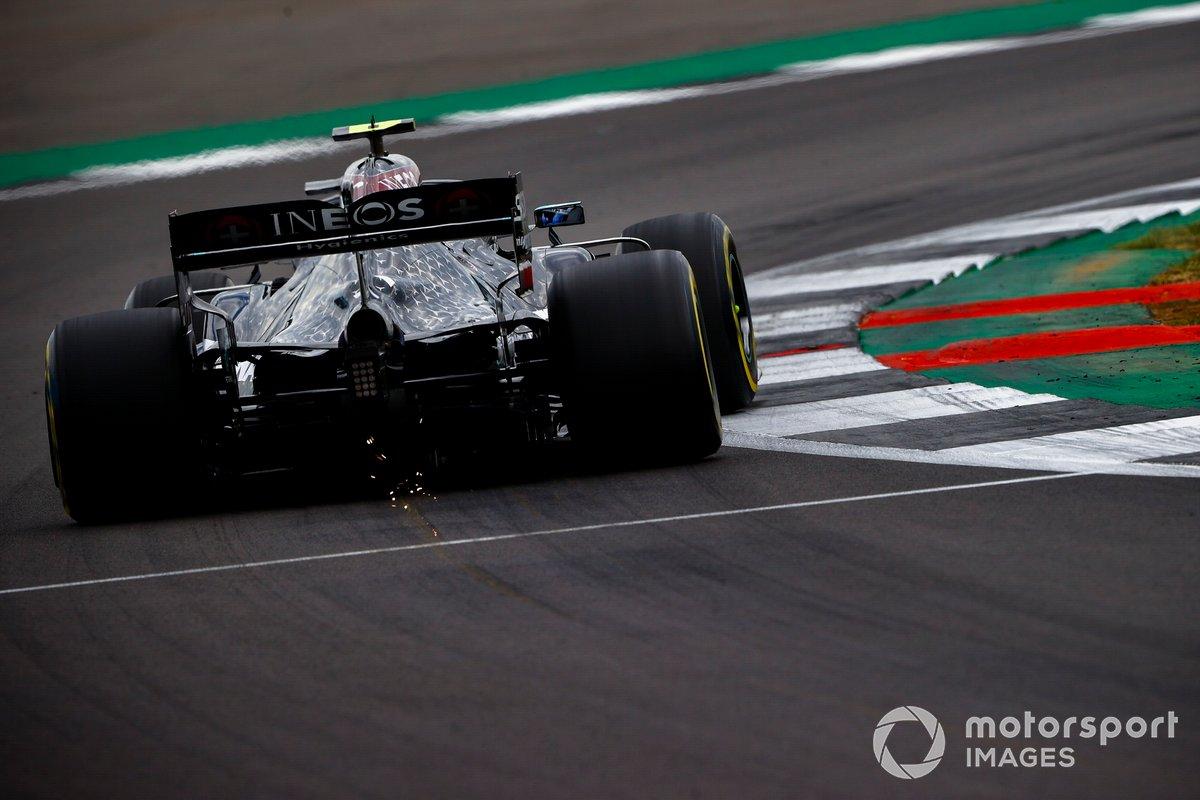 Scintille dal posteriore della, Mercedes F1 W11, Valtteri Bottas,