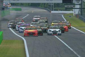 Race 3 Monza start action
