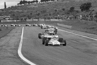 Denny Hulme, Mclaren M19A, Jackie Stewart, Tyrrell 003, y Clay Regazzoni, Ferrari 312B2