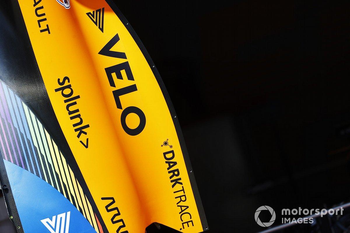 Detalle de la carrocería de McLaren y la marca Velo