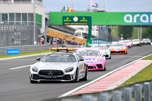 The Mercedes safety car leads Dylan Pereira, BWT Lechner Racing