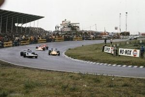 Francois Cevert, Tyrrell 002 Ford, Denny Hulme, McLaren M19A Ford, Dave Walker, Lotus 56 Turbine