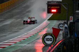 Frederik Vesti, Prema Racing, rijdt langs een rode vlag