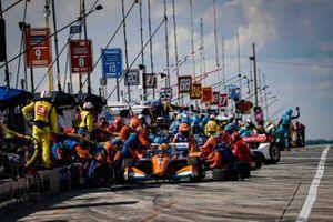 Скотт Диксон, Chip Ganassi Racing Honda на пит-стопе