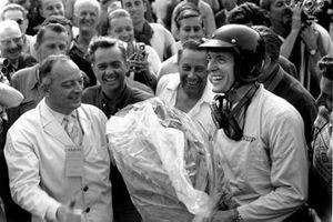 Race winner Dan Gurney, Porsche 804