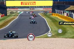 Valtteri Bottas, Mercedes F1 W11 and Lewis Hamilton, Mercedes F1 W11 on the formation lap
