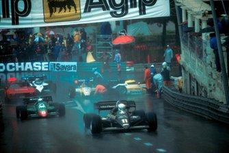 Crash: Patrick Tambay, Renault RE50, Derek Warwick, Renault RE50