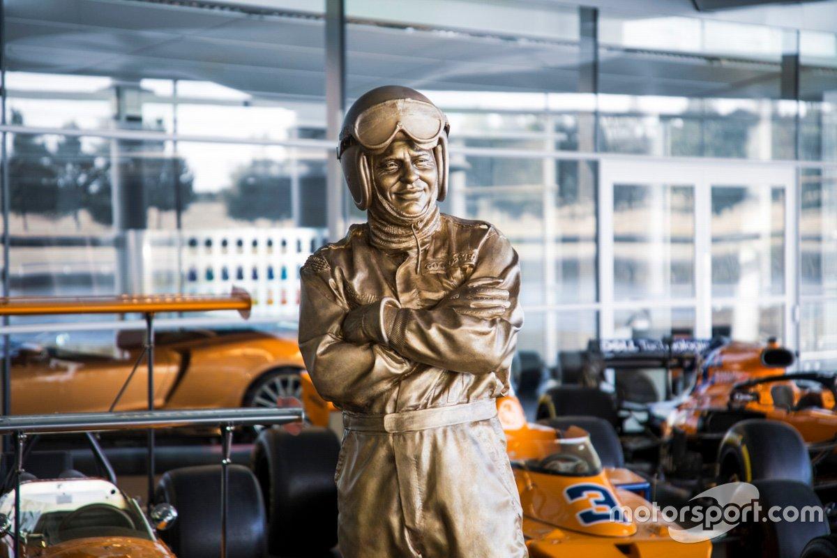 La statua di Bruce McLaren