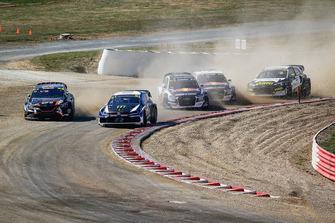 Johan Kristoffersson, PSRX Volkswagen Sweden leads Liam Doran, GC Competition
