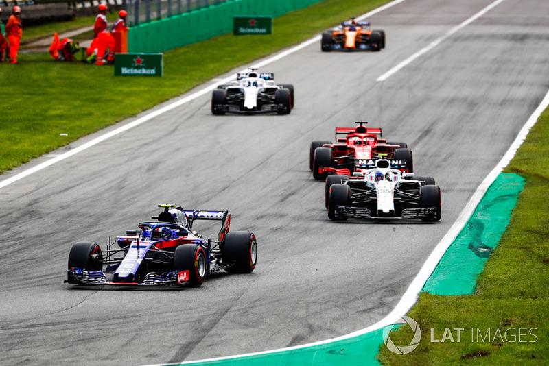 Pierre Gasly, Toro Rosso STR13, devant Sergey Sirotkin, Williams FW41, Sebastian Vettel, Ferrari SF71H, Lance Stroll, Williams FW41, et Fernando Alonso, McLaren MCL33