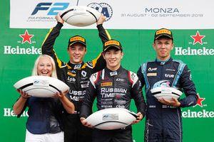 podio: il vincitore della gara Tadasuke Makino, RUSSIAN TIME, secondo Artem Markelov, RUSSIAN TIME. tterzo Alexander Albon, DAMS