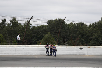 Ufficiali IndyCar sul luogo dell'incidente