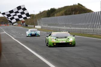 Race winner #19 GRT Grasser Racing Team Lamborghini Huracán GT3: Ezequiel Perez Companc, Franck Perera