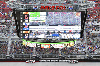 Ryan Blaney, Team Penske, Ford Fusion REV e Kevin Harvick, Stewart-Haas Racing, Ford Fusion Jimmy John's